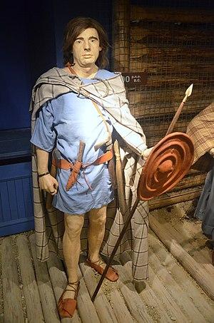 Pomeranian culture - Image: 0875 Tracht und Schmuckelemente des bastarnischen Stammes in der Pomoranische Kultur (Südpolen) im 8.Jh. v. Chr