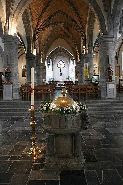 Gerpinnes   (Belgium), Saints  Michel and Rolende church - Romanesque bapttismal fonts (XIIe s).