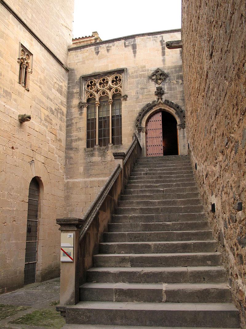 173 Monestir de Poblet, escala del palau del Rei Martí.jpg