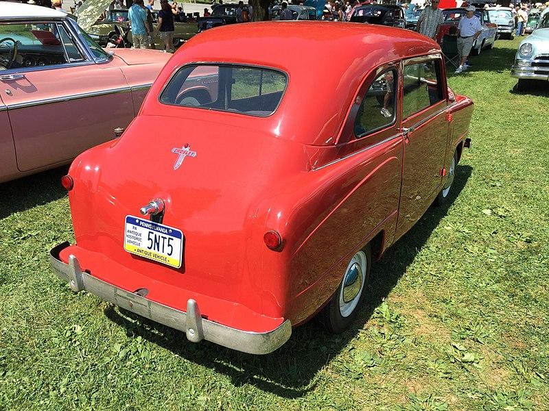 File:1950 Crosley sedan in red at 2015 Macungie show 2of2.jpg