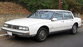 1988-1990 Oldsmobile Ninety-Eight Regency -- 01-11-2012.jpg