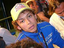 Valentino Rossi è stato il principale rivale in pista di Biaggi: i due piloti italiani hanno dato vita per anni a un'accesa sfida sportiva.