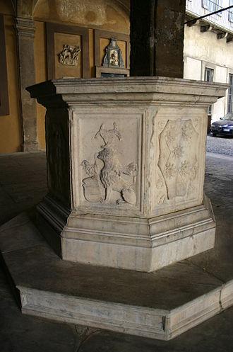 Gian Giacomo Trivulzio - Wellhead with the armorial devices of Trivulzio and Sforza (Palazzo Trivulzio, Milan).