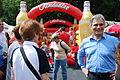 27.06.2009 Werner Faymann auf dem Wiener Donauinselfest (3670540477).jpg
