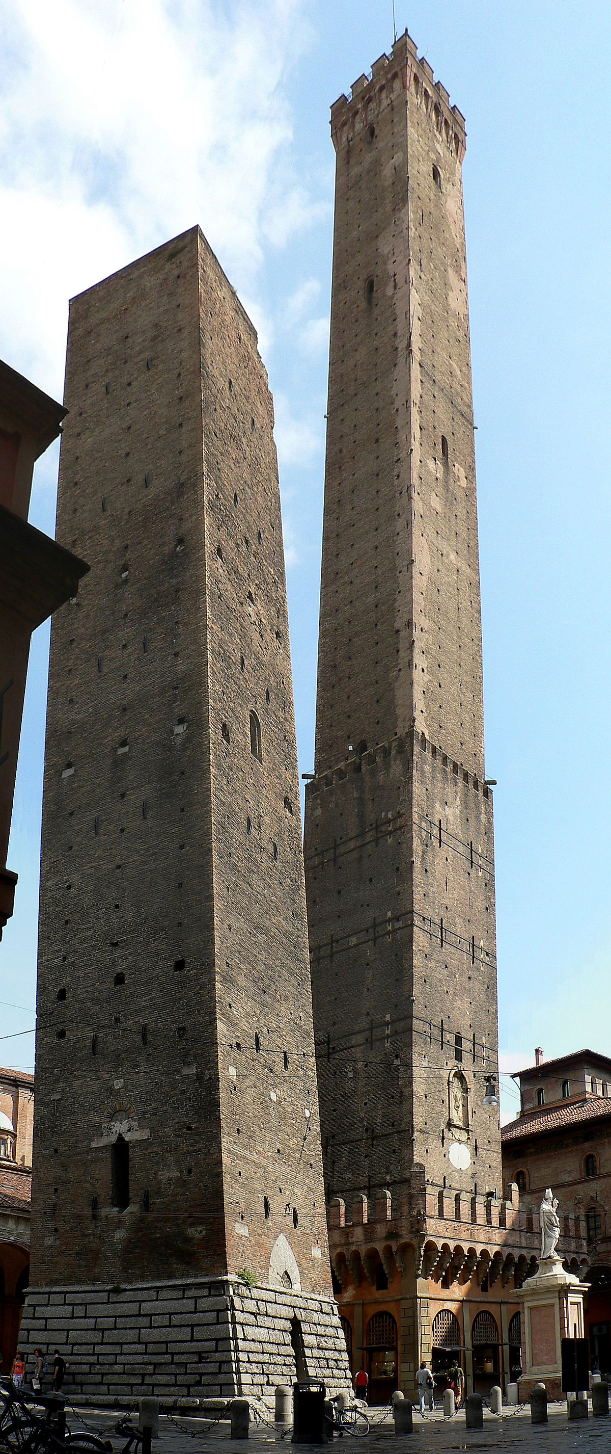 Two Towers, Bologna - Wikipedia