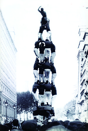 4 in 8 - 4 in 8 by Colla Vella dels Xiquets de Valls in Barcelona, 1965