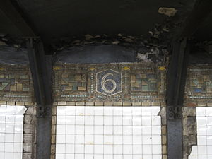 14th Street/Sixth Avenue (New York City Subway) - Mosaic tablet on track wall