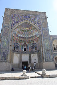 Abdullaziz Khan madrasa outside view 4 entrance.JPG