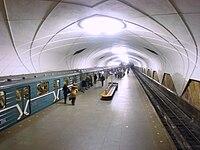 Аэропорт (станция метро, Москва). пребывающее в конечный аэропорт воздушное судно. adj construct.  Endflughafen.