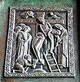 Afneming van het kruis - detail in de bronzen deur Duomo Ravello.jpg