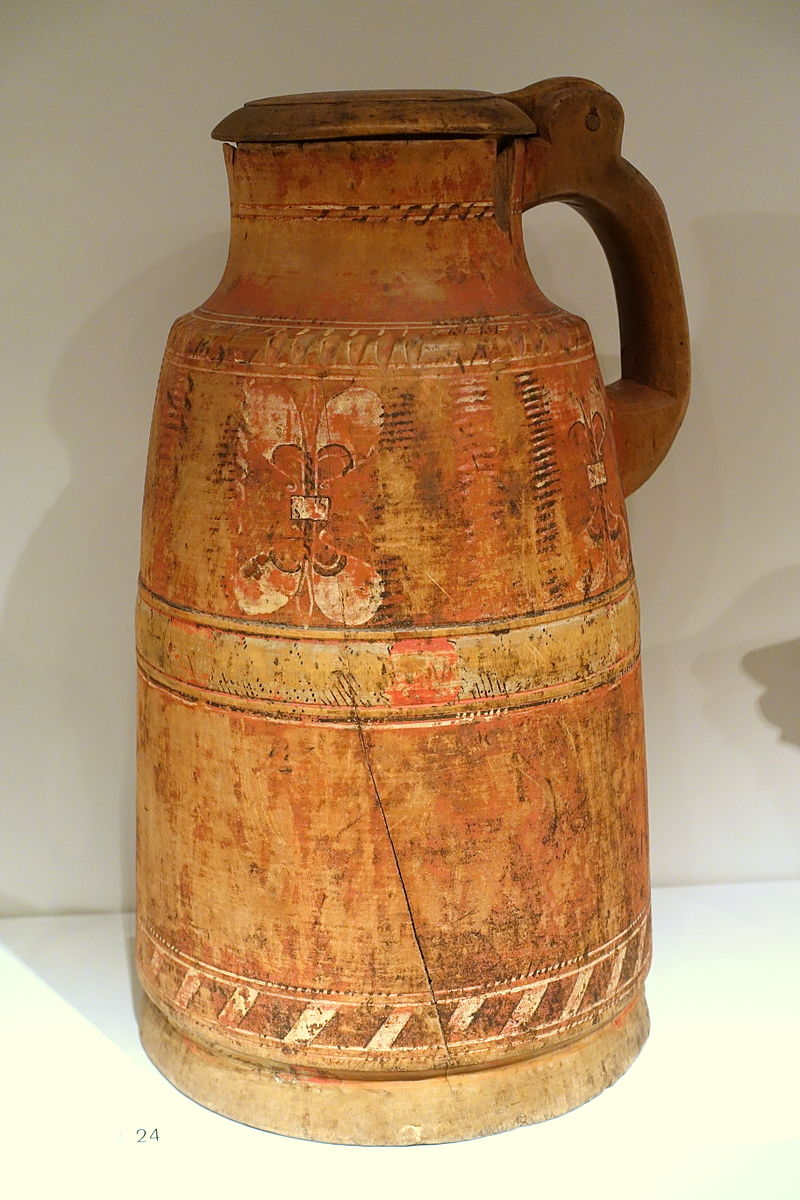 Ale flagon, first half of 16th century, turned birch wood, internally treated with resin - Nordiska museet - Stockholm, Sweden - DSC09772.JPG