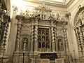 Altare della chiesa di Santa Irene.jpg