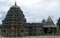 Amrtesvara Temple at Annigeri.JPG
