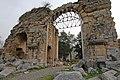 Anavarza Triumphal arch in Anazarbus 2757.jpg