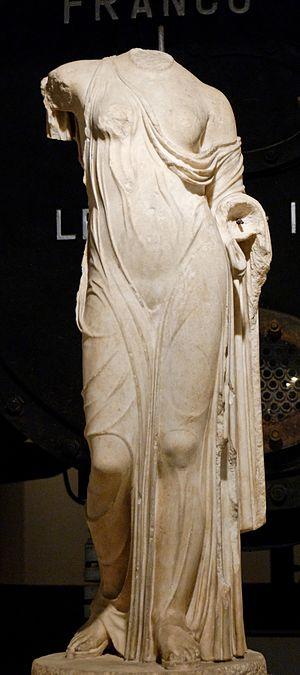 Venus Genetrix (sculpture) - Venus Genetrix (Capitoline Museums)