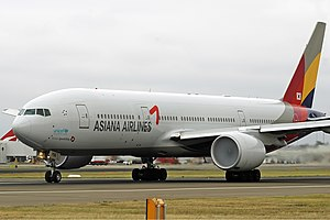 Asiana Airlines Boeing 777-200ER at Canberra A...