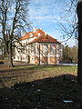 Březno (okres Mladá Boleslav), zámek a strom.jpg