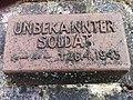 BB Grabplatte Soldat 1945.JPG