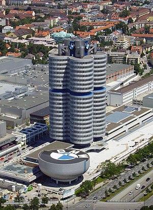 BMW-Gebäude.jpg