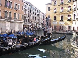 Bacino Orseolo gondolas.jpg