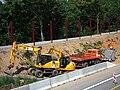 Baustellenfahrzeuge Lärmschutzwand.JPG