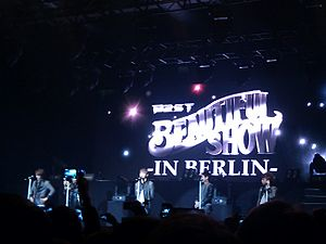 Highlight (band) - Beast performing at the Beautiful Show in Berlin