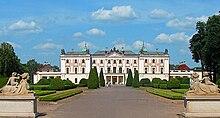 220px-Białystok,_Pałac_Branickich_(dziedziniec).jpg