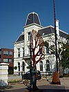 foto van Fabrikantenhuis met aangebouwd koetshuis en dienstwoning