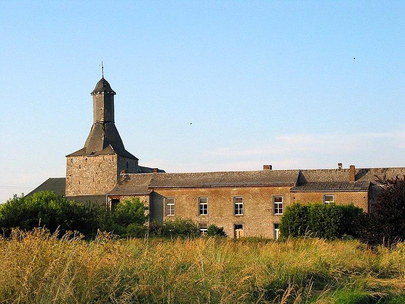 Bois-et-Borsu   (Belgium), former castle farm (XIV/XVIIth centuries).