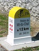 Borne cycliste sur la route du relais du Mont du Chat au Bourget-du-Lac