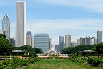 Culture of Chicago - Buckingham Fountain, looking north in 2005