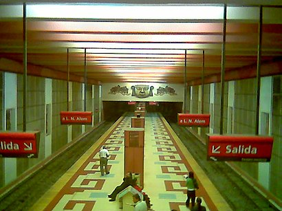 How to get to De Los Incas Parque Chas with public transit - About the place