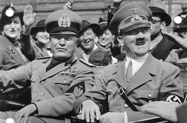 Benito Mussolini (left) and Adolf Hitler (right), the fascist leaders of Italy and Nazi Germany, respectively Bundesarchiv Bild 146-1969-065-24, Münchener Abkommen, Ankunft Mussolini.jpg