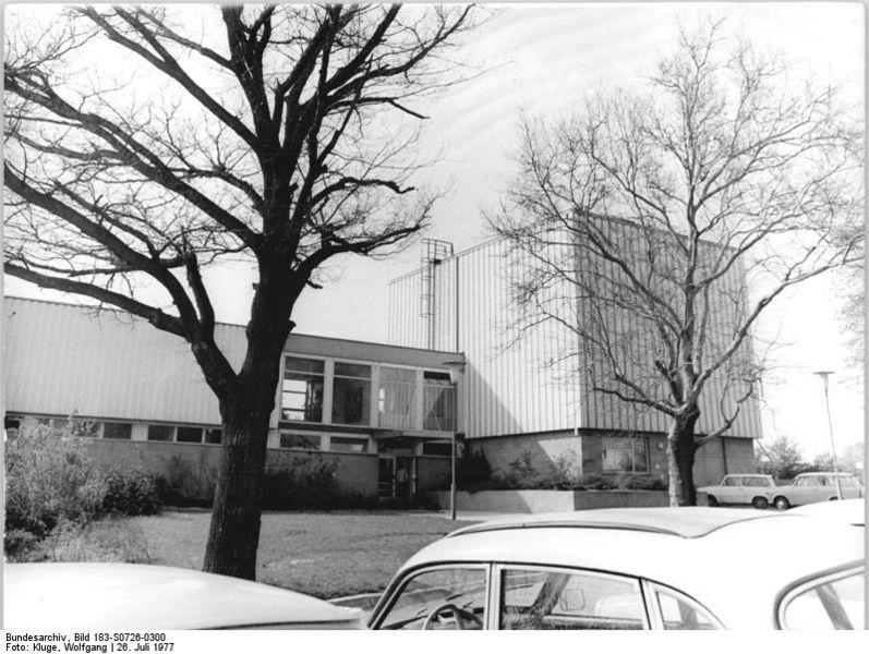 File:Bundesarchiv Bild 183-S0726-0300, Halle, Zentrum für Elektonenmikroskopie.jpg