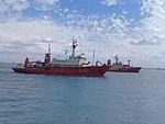 Buques Austral y Puerto Deseado.jpg