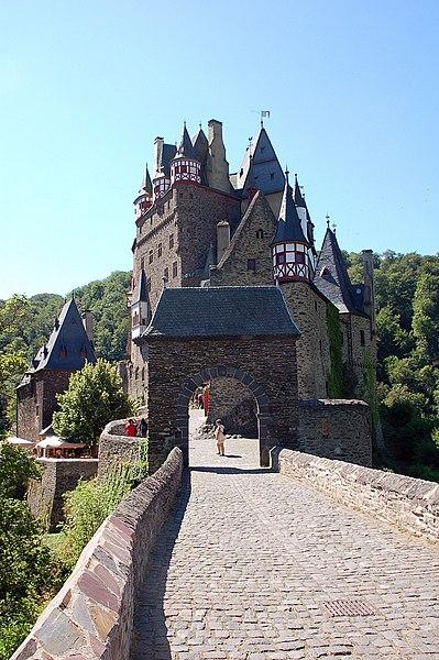 File:Burg Eltz fg04.JPG