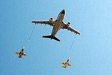 Remplacement des CF18 au Canada - Page 2 220px-CC-150_Polaris_tanker_refueling_two_CF-18_Hornets