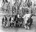 COLLECTIE TROPENMUSEUM Hoofd ingenieur IJzerman met enkele districts hoofden tijdens de Kwantan expeditie in West-Sumatra TMnr 10014107.jpg