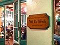 Cafe du Monde in New Orleans, Louisiana, USA.jpg