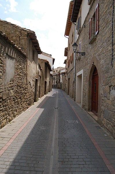 File:Calle de Sangüesa.jpg