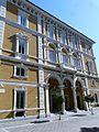 Carrara-palazzo Cassa di Risparmio.jpg
