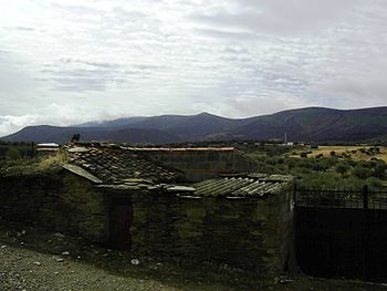 Carrascalejo with the Sierra de Altamira in the background