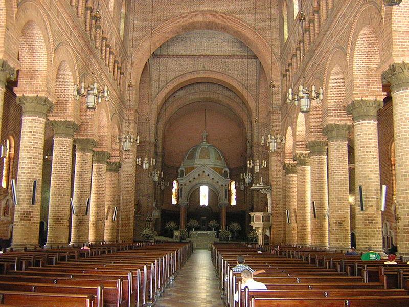Catedral Metropolitana, Nave central-Medellin.JPG