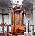 Cathedra in Cathédrale Saint-Louis de La Rochelle-6772.jpg
