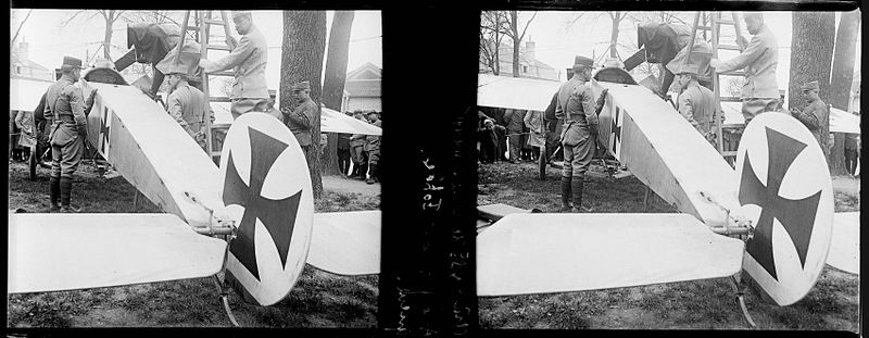 File:Châlons-St Memmie. 11-04-16. Aéro allemand Fokker. Queue - Fonds Berthelé - 49Fi606.jpg