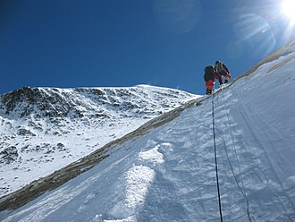 Geneva Spur - Image: Climbing through the Yellow Band, Mt. Everest, May 2007 a