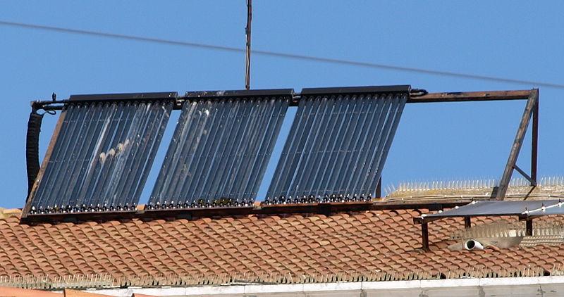 File:Col·lectors solars tèrmics a Bellpuig.jpg