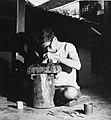 Collectie NMvWereldculturen, TM-20001965, Negatief, 'Zilversmid aan het werk bij het bedrijf MD Silver', fotograaf Boy Lawson, 1971.jpg