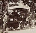 Concurrents de catégorie 3 (6 personnes et plus 2-3-1) attendant leur départ au Paris-Amsterdam-Paris 1898 (breack de La Valette).jpg