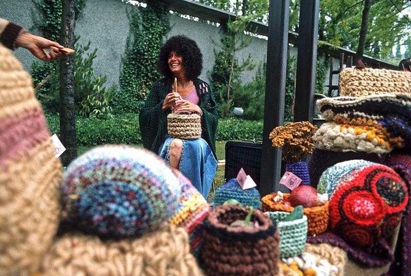 File:Craft vendor at Bumbershoot, 1973.jpg